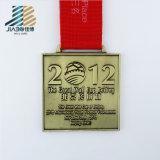 Personalizzare la medaglia del trofeo del metallo di esecuzione di notte della stella dell'oro del pezzo fuso
