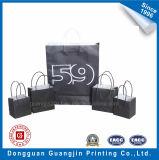 黒によって印刷されるペーパーペーパーによってねじられるハンドルが付いている袋を手搬送