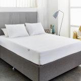 安いホテルの寝具のゴムひもが付いている防水合われたマットレスの保護装置