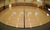 El arce usado cancha de básquet se divierte el suelo