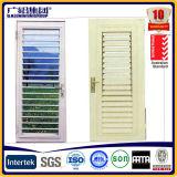 De Witte Kleur van het Openslaand raam van het blind