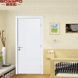 Projeto de madeira cinzelado interior branco novo da porta do painel de China (GSP2-104)