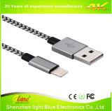 C 케이블을 타자를 치는 새로운 금속 플러그 USB