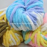 Lavorare a mano il filato fantasia di lavoro a maglia ingombrante della coperta acrilica della sciarpa del Crochet