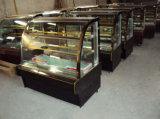 美しく、安く冷やされていたケーキの陳列ケース