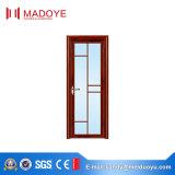 曇らされたガラスが付いている標準的な洗面所の開き窓のドア