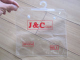 Pvc Clothes en Underwear Plastic Bag, pvc Cosmetic Packing Bag met een Hook/een Hanger en een Button (hbpv-66) (hbpv-66)