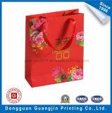 金ロゴの贅沢な赤いカラー印刷されたペーパーショッピング・バッグ