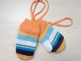 Form-bunter Streifen gestrickter Hut des Jungen u. Schal u. Handschuhe für Winter