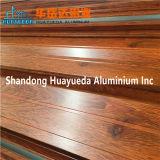 木製アルミニウムは木の穀物塗るアルミニウムWindowsのプロフィールの側面図を描く