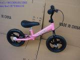 La conduite neuve de mode sur l'équilibre Bike/2 de véhicule de jouet roule le vélo en bois d'équilibre aucunes pédales