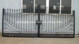 細工した私道の鉄のゲートを滑らせる自動振動