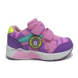 Buenos zapatos del muchacho para el resbalón de la talla de los cabritos en el precio bajo de la alta calidad del diseño para los alumnos