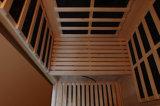 Um quarto da sauna do infravermelho distante da pessoa