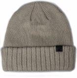 暗い灰色の編まれたアクリルの冬の帽子の帽子