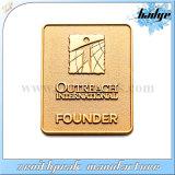金によって切り取られる金属を切り分けるバッジの溝のロゴをカスタム設計しなさい