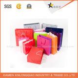 Farbenreich überzogenen Papierbeutel mit Ihrem Firmenzeichen aufbereiten