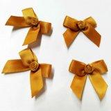 Arco colorato del fiore del tessuto per le decorazioni del regalo e della biancheria intima