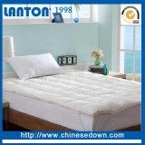 ベッドのマットレスパッドを満たしている卸し売り固体二重床のアヒル