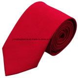 メンズのためのスーツはネクタイを細くする