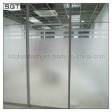 O baixo ferro modelou o vidro gravado /Acid da porta da divisória do escritório
