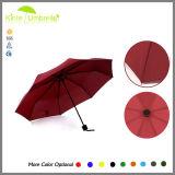 가득 차있는 인쇄는 바람 저항하는 그스름 닫집 강한 우산을 접는다