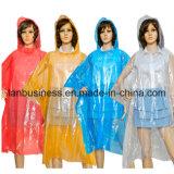 Poncio specifico del cappotto di pioggia del PE per all'aperto fare un'escursione