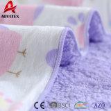 Polyetser 마스크는 Micromink 귀여운 뒤 단단한 Sherpa에 의하여 뜨개질을 한 아기 담요를 인쇄했다