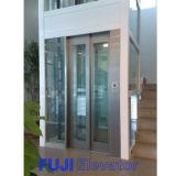 De Kleine Lift van het Huis FUJI met de Cabine van het Glas