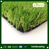 Natuurlijk kijk als het Kunstmatige Gras van het Gras voor de Decoratie van de Tuin