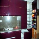 Bunter moderner Möbel-Küche-Schrank
