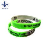 Bracelet coloré fait sur commande de silicones d'usine chaude de vente pour des postes de promotion