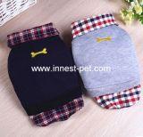 El perro de la ropa del animal doméstico arropa la camisa de polo, perros de animal doméstico