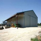 鋼鉄農場の金属のガレージの建物