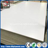 MDF de la melamina del MDF del llano del material de construcción con la talla (1220X2440m m)