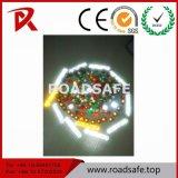 Gli occhiali di protezione del bordo della strada bordano il riflettore degli occhi di gatto dell'indicatore