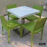 Moderne et blanc de la pierre artificielle Table et chaise pour l'alimentation Cour