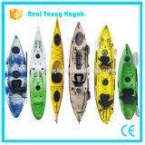 Singola canoa di pesca del kajak di plastica con 2 supporti di Rod a livello