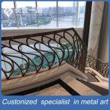贅沢な別荘のための現代新式のWrouthtの鉄階段柵の手すり