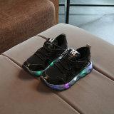 男女兼用の男の子および女の子の靴LEDの点滅のゴム製最下の余暇の偶然靴