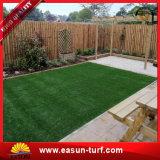 Hierba natural favorable al medio ambiente para el césped artificial decorativo del césped