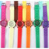 De Vrouwen van het Horloge van het Leer van Genève van dames, het Horloge van de Band van het Leer van Genève, het Onthaal van het Embleem van de Douane (gelijkstroom-438)