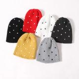 Le POINT tricoté chaud de l'hiver d'automne d'enfants de gosses recouvre le chapeau tressé par Beanie (HW628)