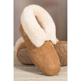 Ботинки теплой овчины зимы крытые для людей и женщин