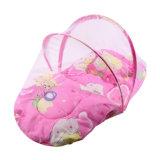 赤ん坊のまぐさ桶の網のベッドのまぐさ桶の折る蚊帳