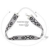 Colar geométrica do Choker do teste padrão do Crochet Handmade preto branco