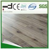 Le chêne gris de technologie allemande a synchronisé le plancher en stratifié gravé en relief