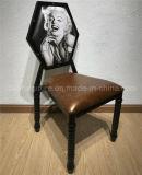 Трактир имитировал деревянный стул