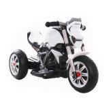 La batería recargable embroma paseo eléctrico en la motocicleta