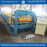 Um deck de metal máquina de formação de perfil